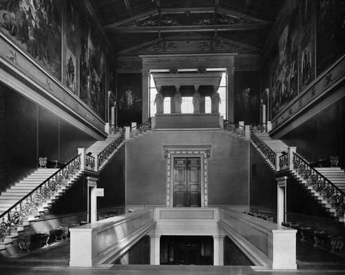 Image 1: The staircase of the Neues Museum, ca. 1920, eastward perspective of the Kore Hall. © Staatliche Museen zu Berlin, Zentralarchiv.