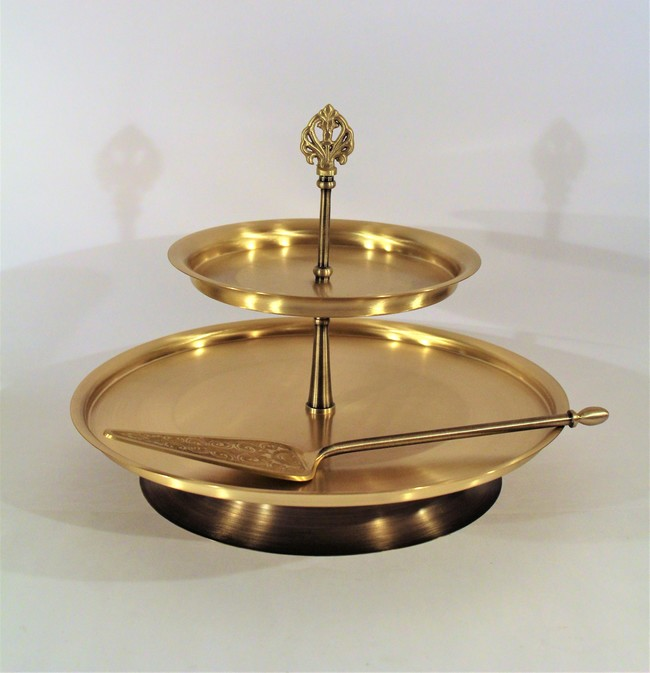 Courtyard umang konkan cake stand with server%28white%293