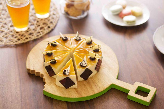PoppadumArt Omnomnom Chopping/Serving Platter - Round Serveware By PoppadumArt
