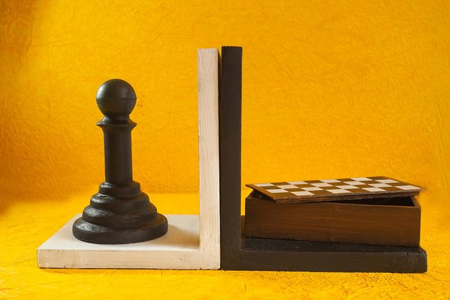 Chess bookend storage3