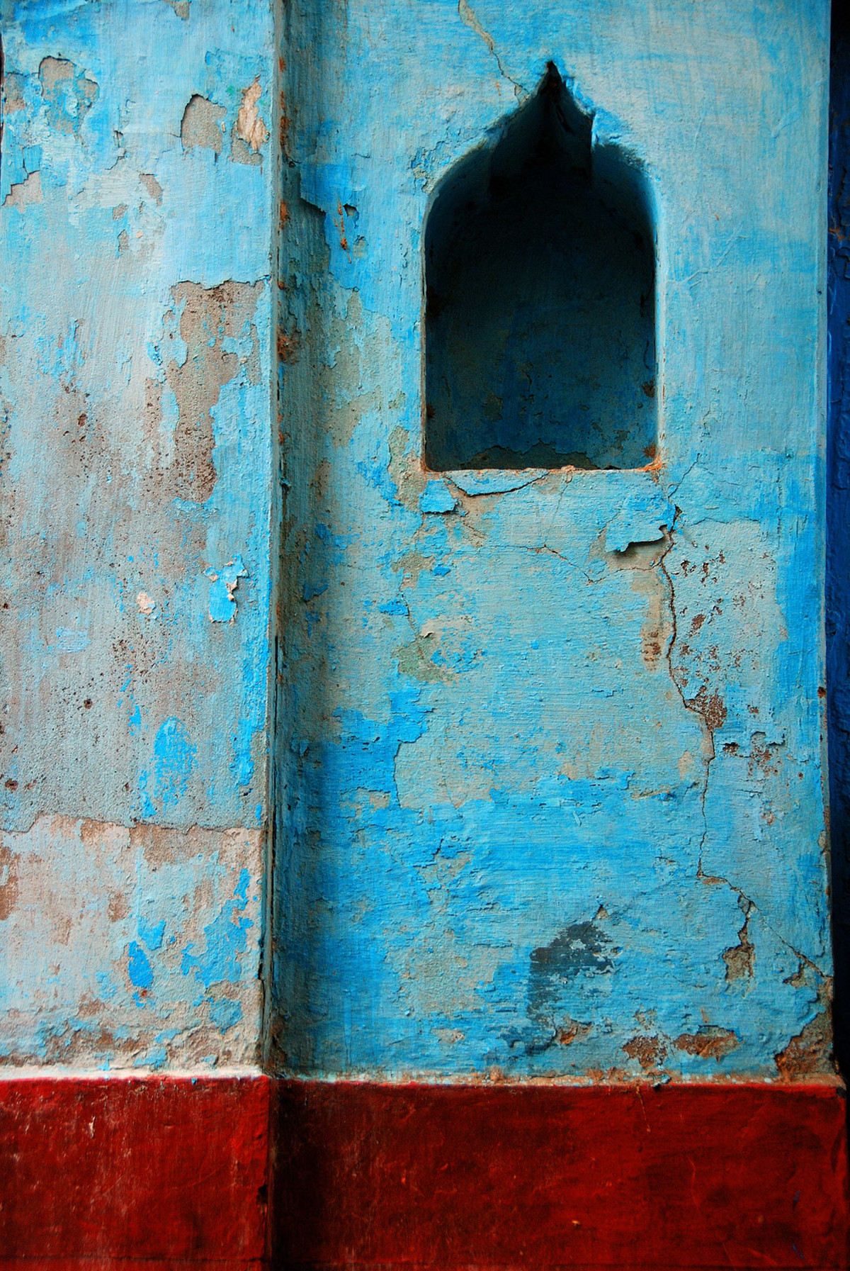 The Lonely Niche by Ajay Rajgarhia, Image Photography, Digital Print on Archival Paper, Cyan color