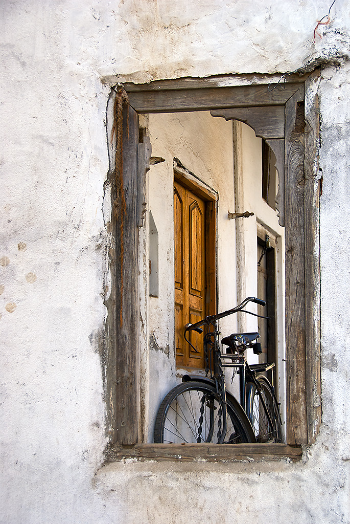 Waiting For A Ride by Sanjay Nanda, Image Photography, Digital Print on Canvas, Gray color