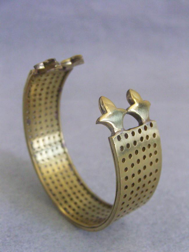 Kuru by Chicory Chai, Art Jewellery, Contemporary Bangle