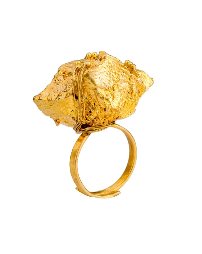 Nugget 3-Gold by Studio Kassa, Art Jewellery, Contemporary Ring