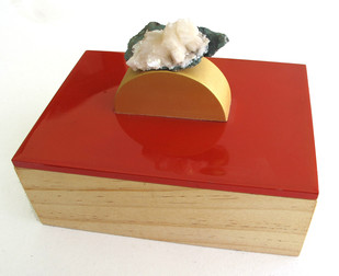 Red ring box with white-green mineral Decorative Box By Tessera