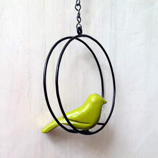 Swinging bird round - green Accessories By Studio Earthbox