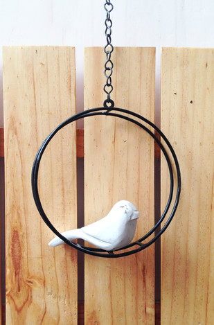 Swinging Bird round - white Garden Decor By Studio Earthbox