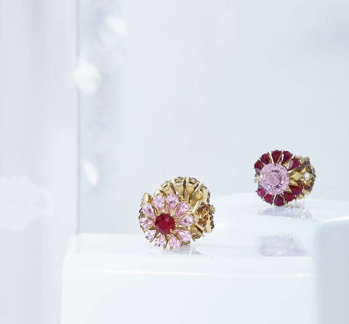 Two-sided Ring in Swarovski by Nine Vice, Art Jewellery Ring