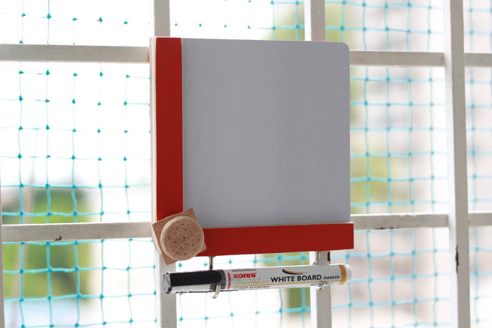 IVEI wooden Fridge magnets with a whiteboard and hooks - Burger Curio By i-value-every-idea